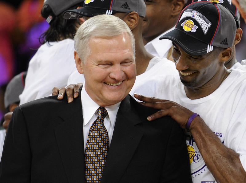 Kobe Bryant(右)與Jerry West(左)。(達志影像資料照)