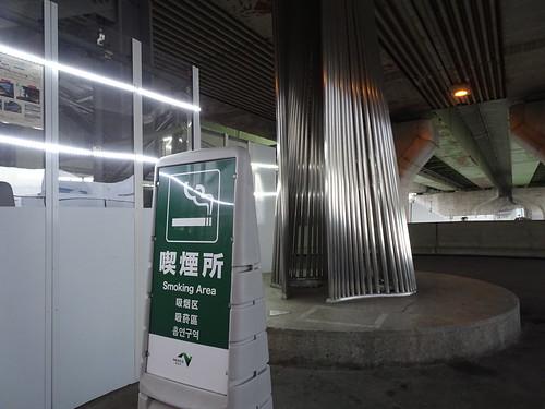 新倉PAの喫煙所