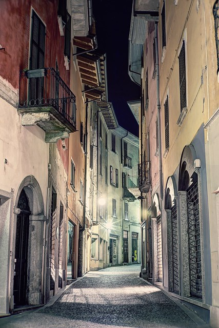 A stroll at night in the old town