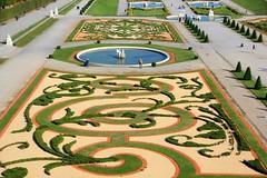 Wien Vienna Vienne Österreich Austria Autriche : die Gärten des Belvedere Palastes, the gardens of the Beveder Palace, les jardins du palais du Belvédère.
