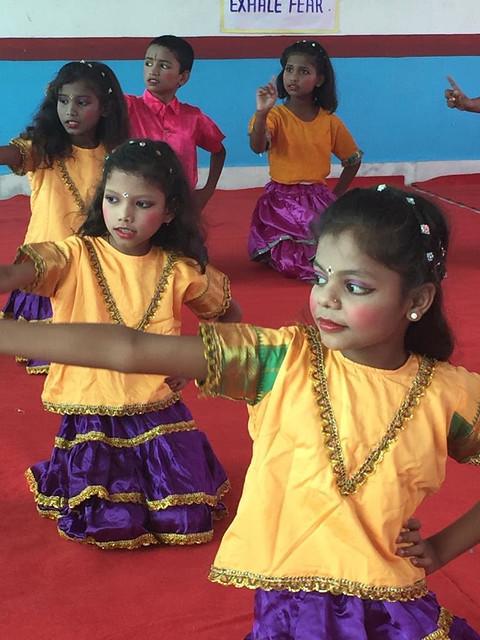 Schülerinnen-Tanz-Performance