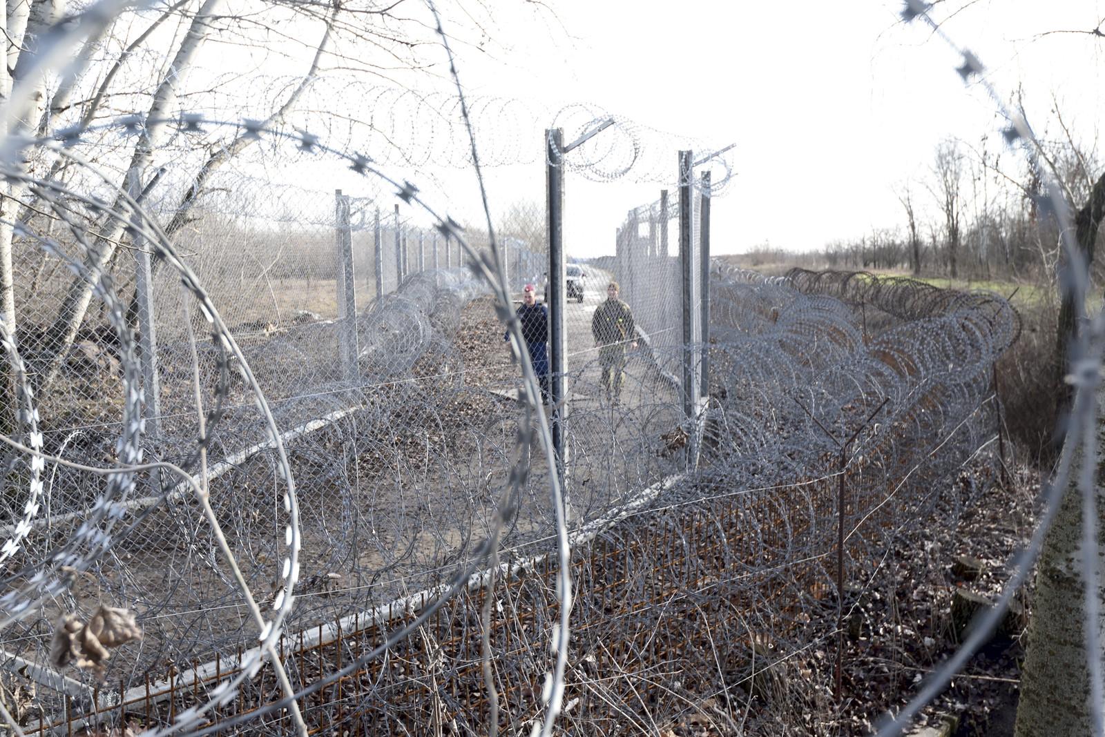 MTI: megerősítették a röszkei határkerítést