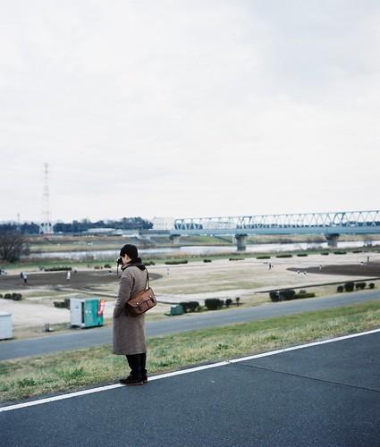 河川敷のカメラ男