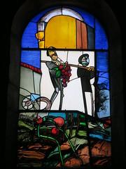 Que représente ce vitrail et où est-il??? La fête du Biou, église Saint-Just, Arbois (39)
