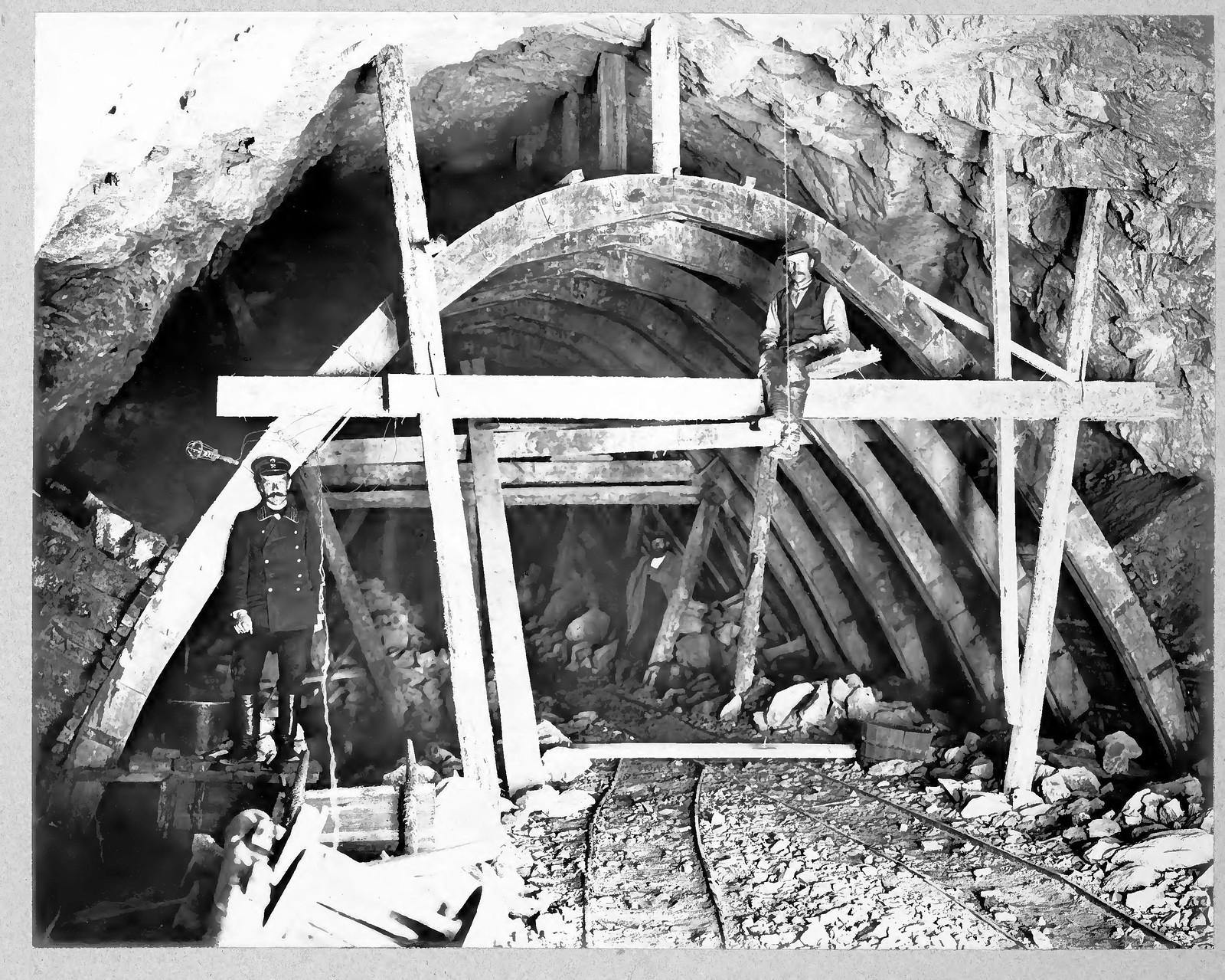 32. Кладка свода тоннеля №30 на 59 версте.