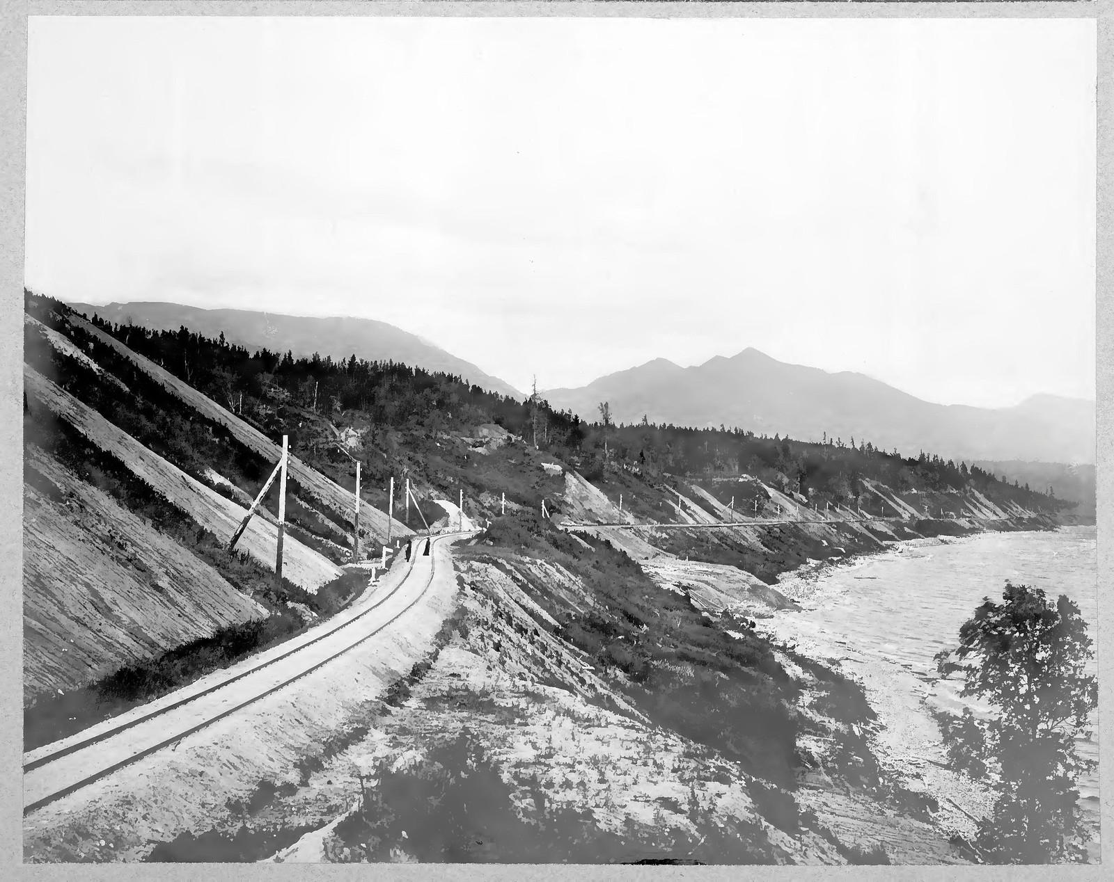 48. Вид участка железной дороги
