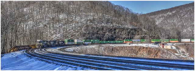 Norfolk Southern rounding the curve @ Altoona's Horseshoe Curve