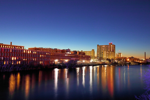 lowell ma massachusetts bluehour canon eos dusk longexposure slowshutter newengland city downtown beauty winter january river merrimackriver sun sunset sky reflections