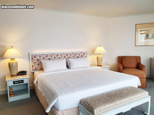 grand china hotel bangkok bed