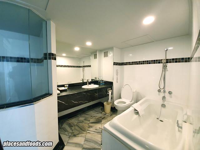 grand china hotel bangkok bathroom