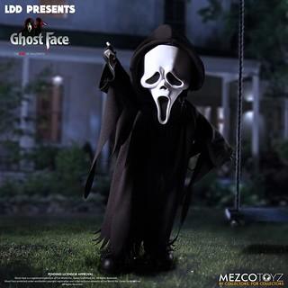 """Wazzup!"" MEZCO 活死人娃娃系列《驚聲尖叫》面具殺人狂「Ghost Face」現身!這種頭身比例一點都不可怕~"