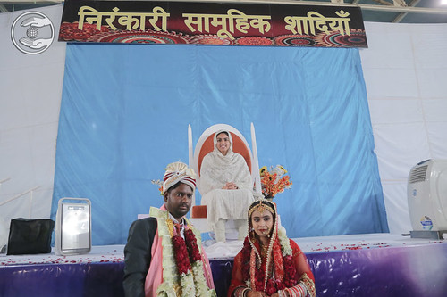 Newlywed couples seeking blessings