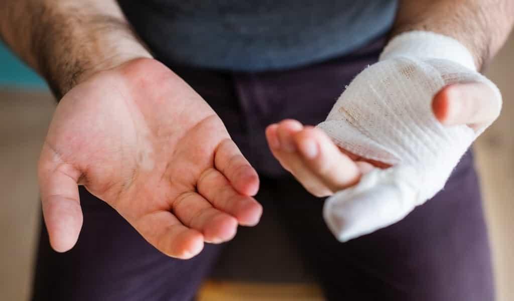 un-bandage-intelligent-qui-change-de-couleur-pour-indiquer-une-infection