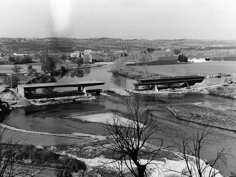 Puente de Azarquiel en construcción, años 80. Colección de Javier Felage.