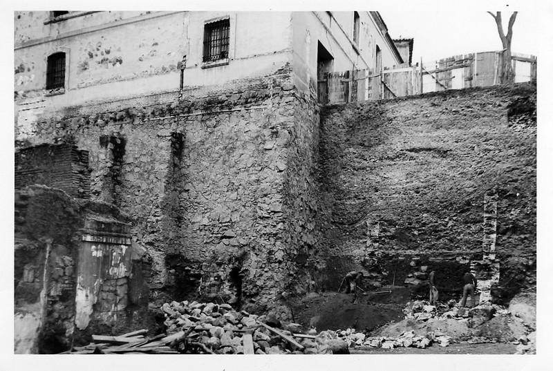 Excavaciones en la Plaza de Padilla a finales del siglo XX en las que aparecieron los restos de la casa del comunero castellano y de su esposa María Pacheco. Colección de Javier Felage.