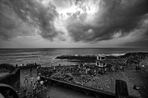 debmalyamukherjee canon550d 1018mm wideangle monochrome hdr blackandwhite landscape mumbai bandra bandrabandstand