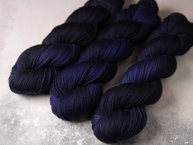 Favourite Sock – hand-dyed superwash merino wool yarn 4 ply/fingering 100g – 'Depth Charge'