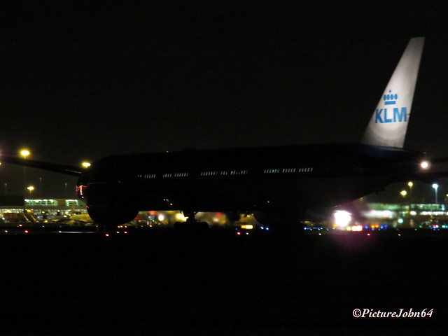Schiphol at Night: KLM Boeing 777 departing from Schiphol Amsterdam