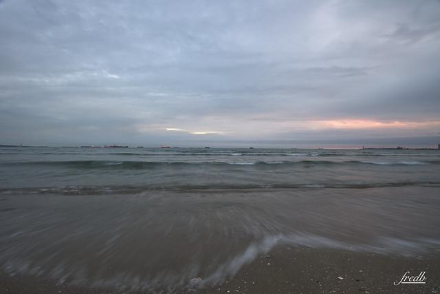 Fin de journée tranquille a la plage bon c'est raté pour le coucher de soleil lol la grisaille est de retour