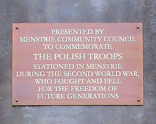Polish Dedication, Menstrie War Memorial 3 close