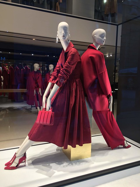 showcase in red