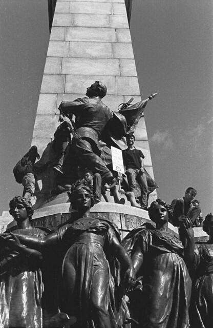 Monument à Jeanne-Mance pendant la marche
