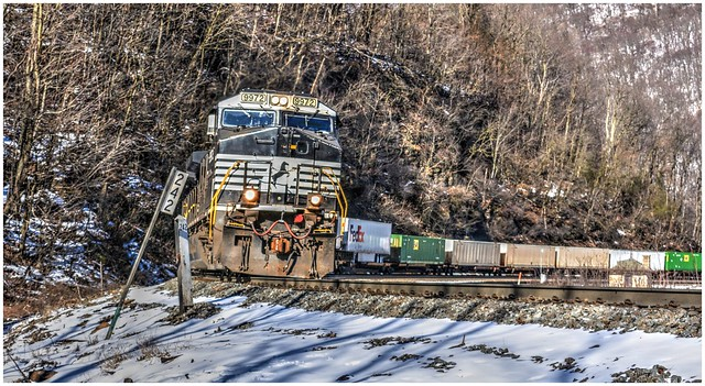 Norfolk Southern 9972 (GE C44-9W) rounding the curve @ Altoona's Horseshoe Curve