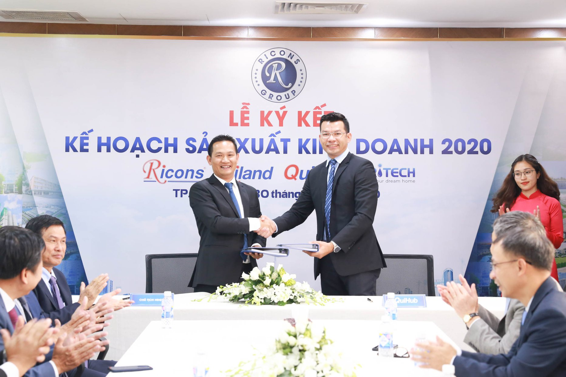 Rihomes-ricons-group-khai-xuan-canh-ty-2020