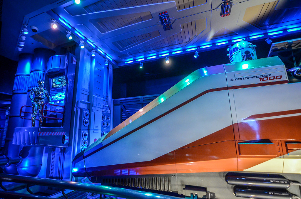 R2 and C3PO Star Tours DL