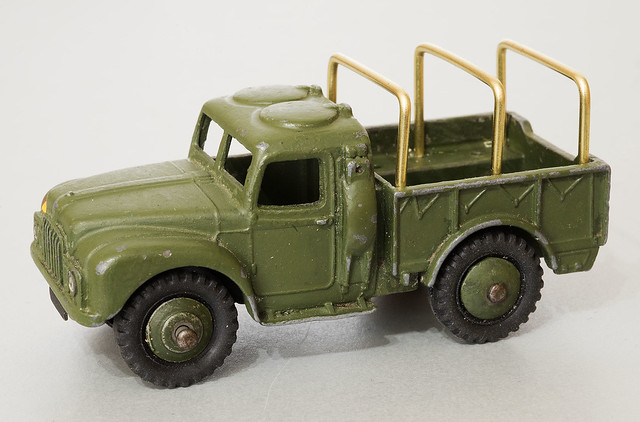 Dinky Toys No. 641 Humber 1-ton Truck, first hoops