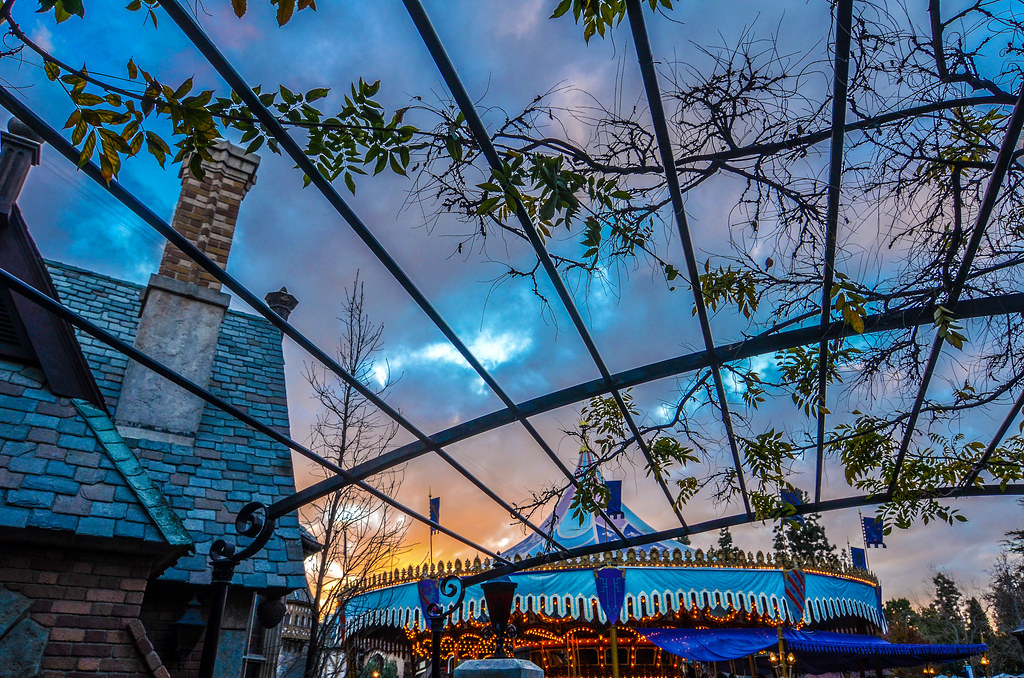 Mr. Toad queue sunset carousel DL