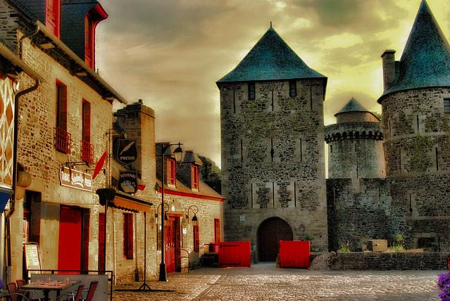 Entrée du château de Fougères.