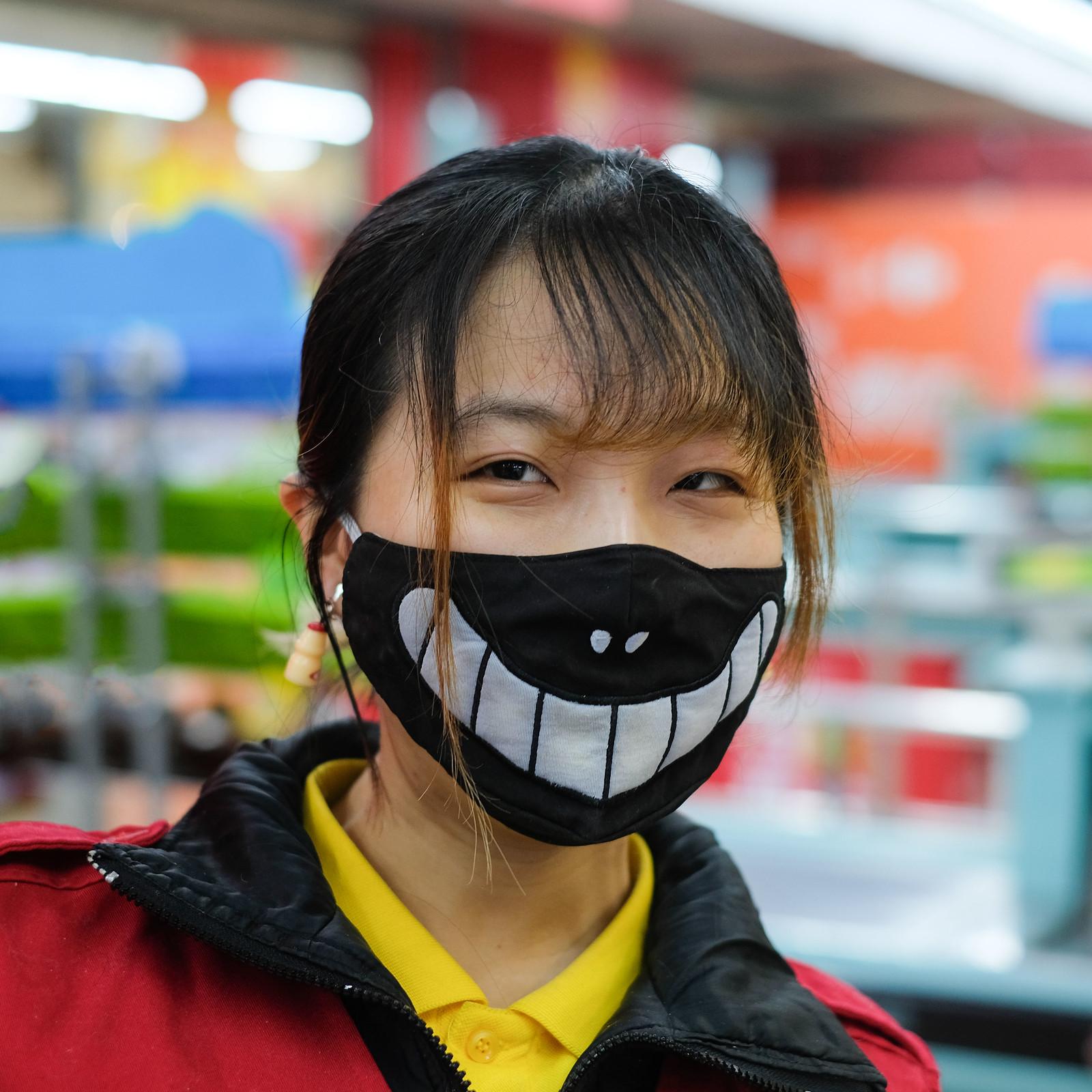 carrefour-kassiererin-maske
