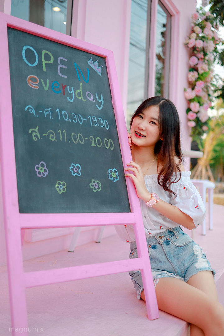 Clean-Pink-Cafe-04