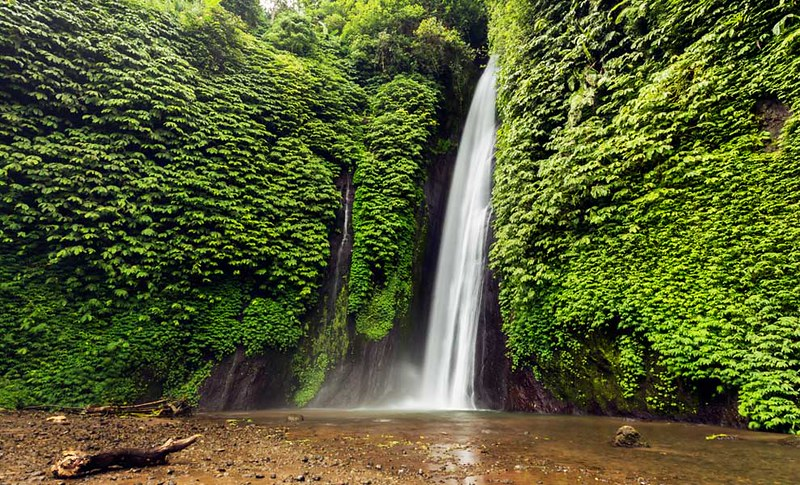 990-Waterfall-in-Munduk