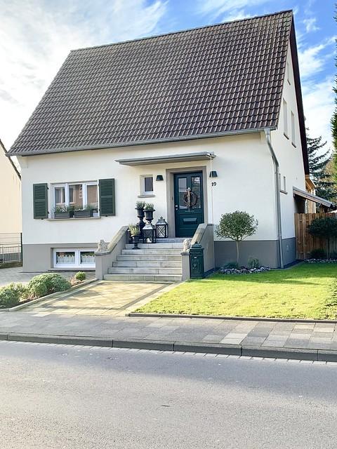 Witte woning trap voordeur