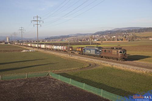 Re 4-4 180 + Re 465 011 . BLS Cargo . Kiesen . 21.01.20.
