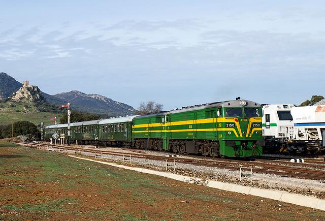 Tren charter de PTG Tours entrando en Almorchón