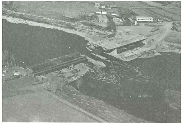 Construcción del Puente de Azarquiel o de Galiana, publicada en la Revista Hormigón y acero núm. 158 primer trimestre de 1986. De un artículo de J. Manterola y F. Fernández Troyano