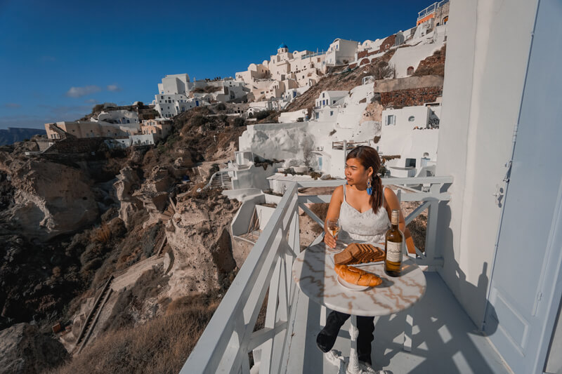 SANTORINI TRAVEL GUIDE: CAVE HOUSES