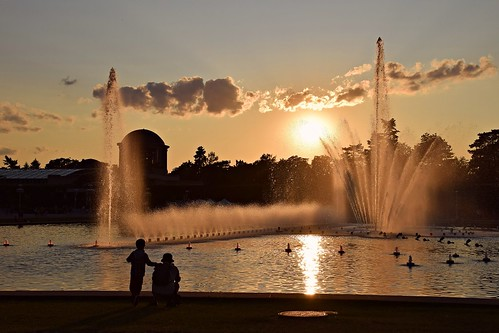wrocław breslau halaludowa city park water watergames fountain lowersilesia dolnyśląsk polska poland father son people sunset sunlit