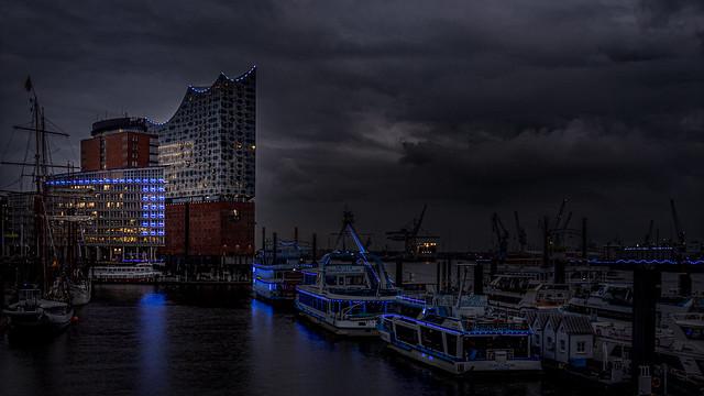 Hamburg: Hafen mit Elbphilarmonie