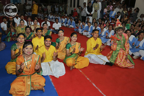 Devotees in bliss after holy glimpses