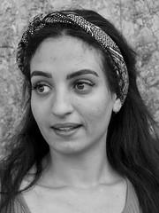Amable i simpàtica, Aicha, turista de Tunísia, va cooperar amb tota naturalitat per fer la foto a l'avinguda de Sarrià, Barcelona.