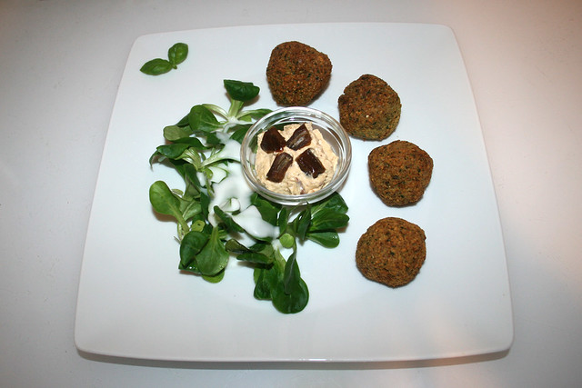39 - Falafel with date cream - Served / Falafel mit Dattelcreme - Serviert