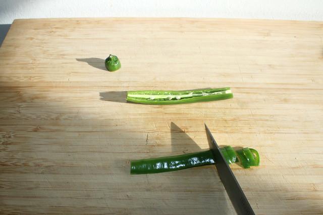 08 - Chili entkernen &  zerkleinern / Decore & mince chili