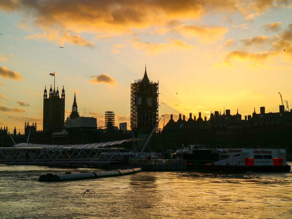 Big Ben en obras al atardecer