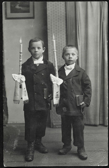 ArchivV166 Erstkommunion zweier Jungen, 1920er