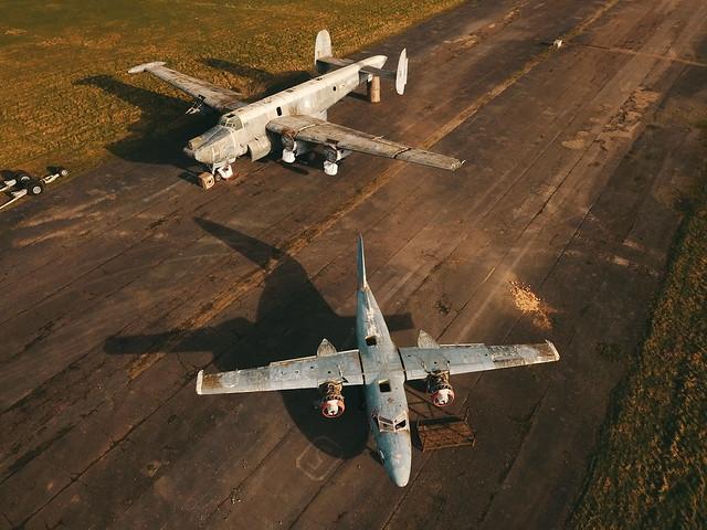 Avro Shackleton MR3/3 WR985/8103M and Hunting Percival Sea Prince WM735/G-RACA