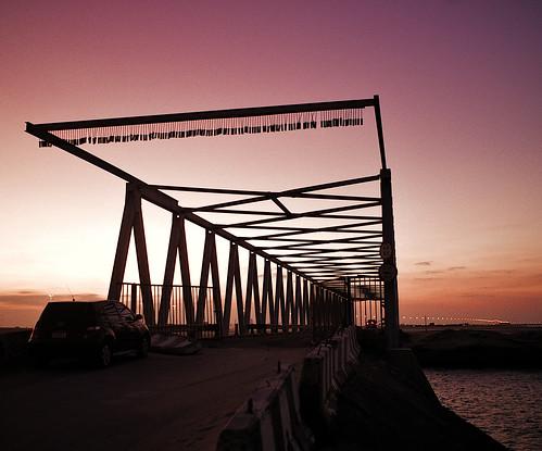 yas sunset iron wroughtiron ironbridge orange pink water island outdoors nature monument monochrome evening night lights leicam240